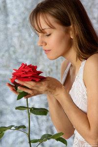 090502 - Alisa - Rose Petals (x80)g1bdrq6fdn.jpg