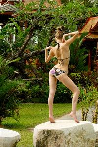 090527 - Anya - Swimsuit Paradise (x26)21bdtdm2he.jpg