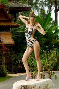 090527 - Anya - Swimsuit Paradise (x26)31bdtdl3eg.jpg